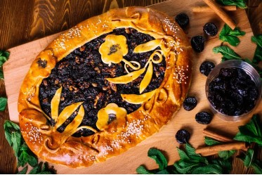 Вкусно как Дома - Пирог с черносливом и грецким орехом