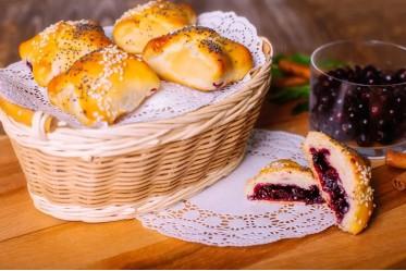 Пирожок с черникой