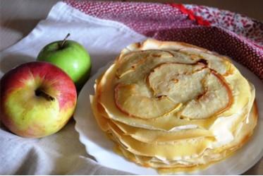 Блинчики с припеком яблоко (в порции 2 шт.)