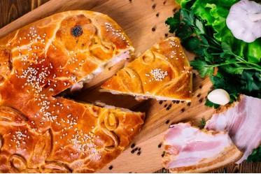 Пирог с картофелем и беконом