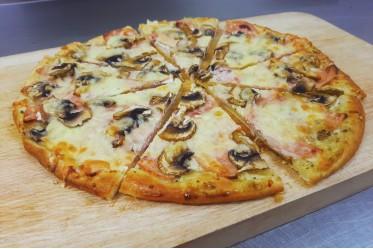 """Пицца """"С ветчиной и грибами"""""""