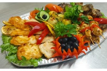 Ассорти «Гранд» с обжаренным мини-картофелем и свежими овощами