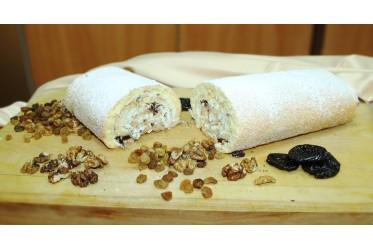 """Рулет бисквитный """"Домашний"""" со сливочно-сметанным кремом, черносливом и грецким орехом"""