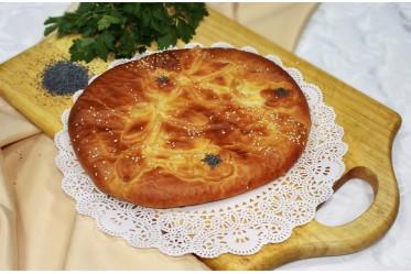 Пирог с нежной тилапией, яйцом, жареным  лучком и сыром