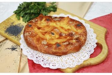 Пирог c белым грибом, жареным луком, нежной бужениной и сыром