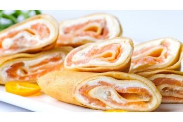 Блинный рулетик с кетой и слабой соли и сливочным сыром (СОБСТВЕННЫЙ ПОСОЛ!)