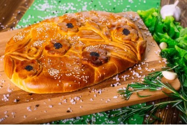 Пирог с кетой и луком