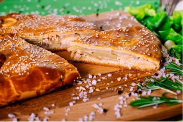 Пирог с кетой и картофелем