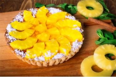 Корзиночка песочная с творожным кремом и ананасом