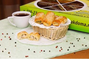 Пирожок с индейкой, сливками и жареным луком