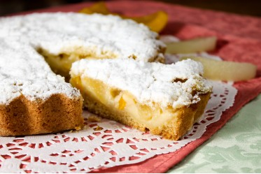 Киш десертный с персиком и грушей